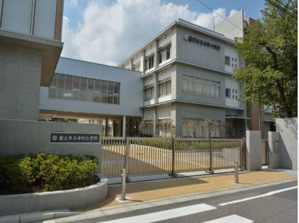 本町小学校まで徒歩9分(約720m)