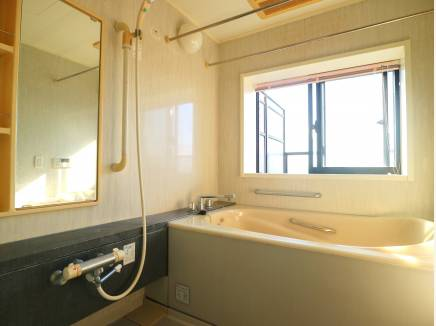 マンションでは珍しい 浴室の窓付!