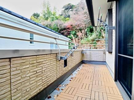 バルコニーは2面。鎌倉の豊かな自然が楽しめます