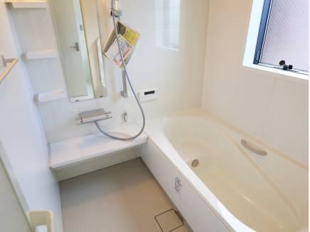 浴室はゆったりサイズです