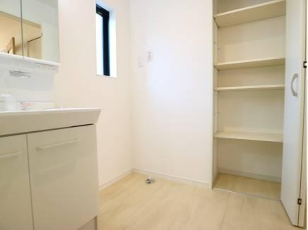 あると便利な収納棚を完備しております!