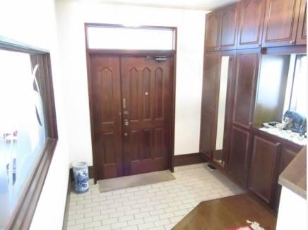 広い玄関は、収納もたっぷり。