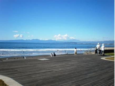 片瀬海岸(約200m)でのんびり過ごす休日。