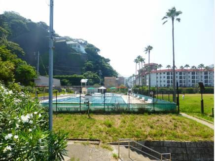 逗子市小坪飯島公園プールまで徒歩1分(約30m)
