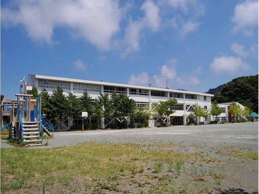長柄小学校まで徒歩14分(約1100m)