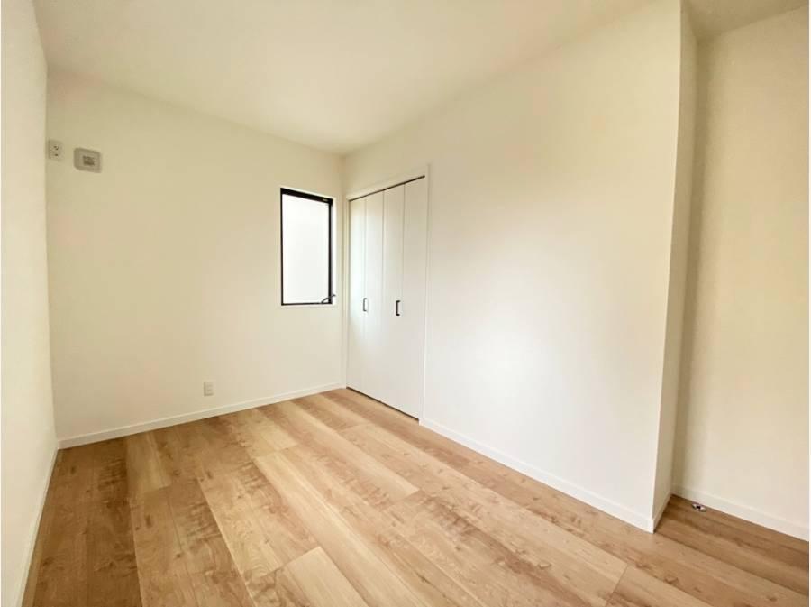 主寝室以外は5.3帖が2室ございます