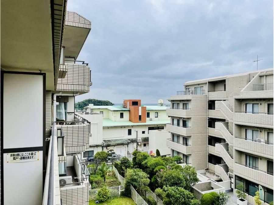 海や江ノ島を眺めるバルコニーでごゆっくり♪