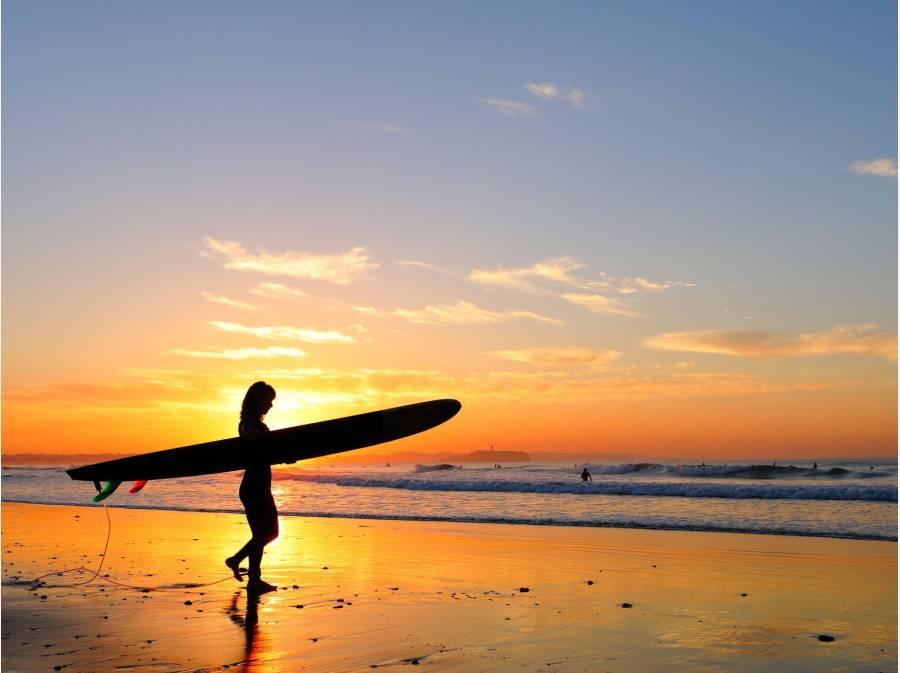 朝焼けの茅ヶ崎の海岸風景、季節を問わずゆっくりとした時間を感じます。