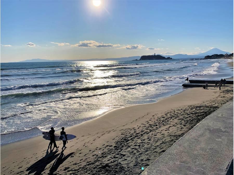 七里ガ浜海岸までは自転車で4分ほど (約1200m)
