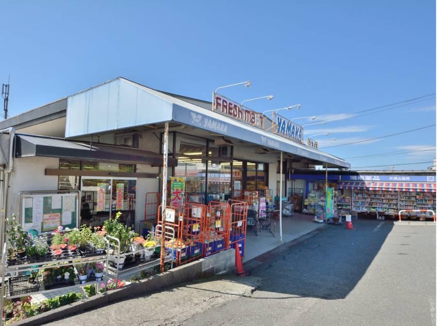 分譲地内にはスーパーや銀行など生活施設も揃っています(約800m)