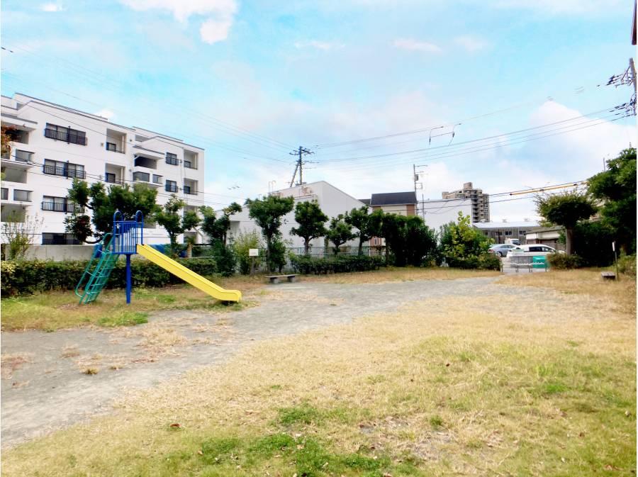 敷地内にある宮の前公園は徒歩1分もかかりません! 約50メートル