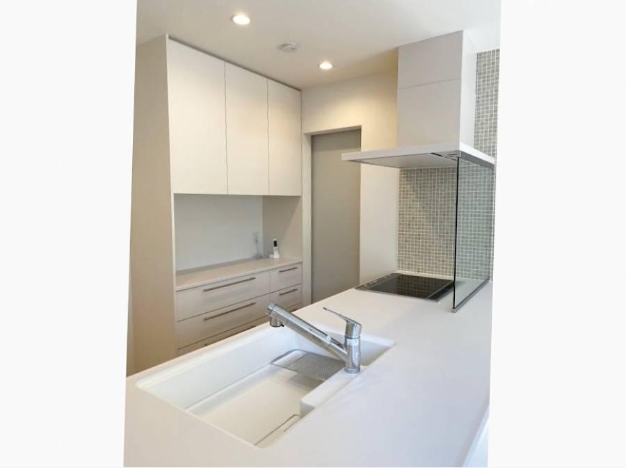 白い爽やかなキッチン ミーレの食洗機付きです