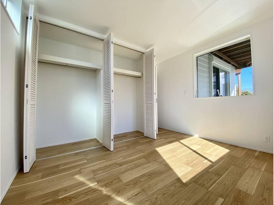 居室の収納も豊富に取っています