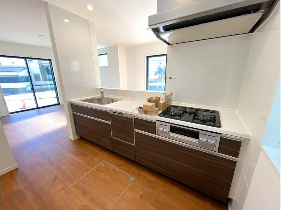 食洗器・浄水機能付きの対面式キッチン