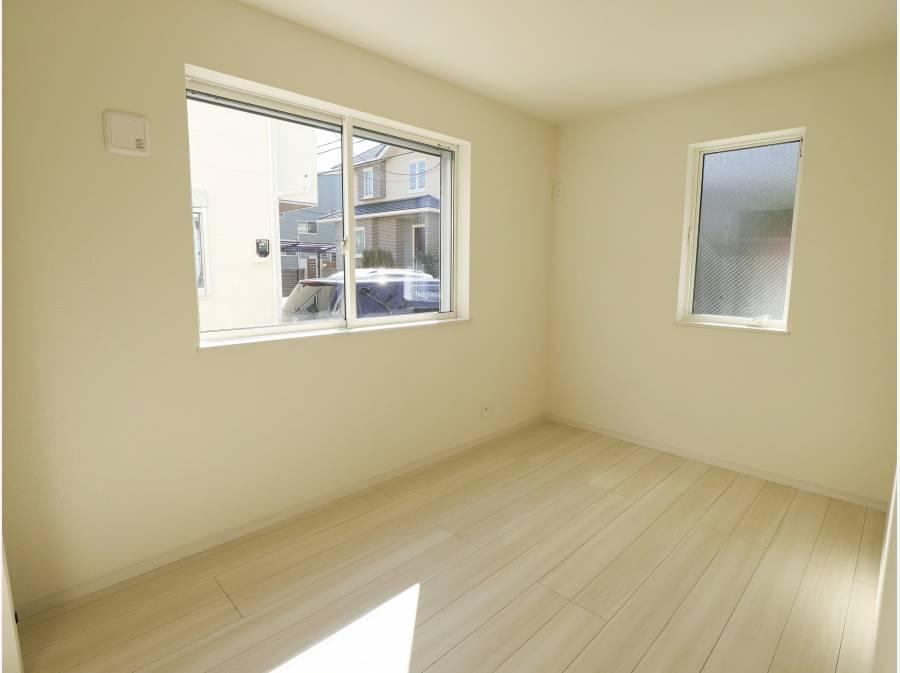 1階洋室もしっかり陽が届きます。
