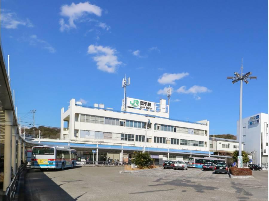 JR横須賀線「逗子駅」までバス10分、停歩5分