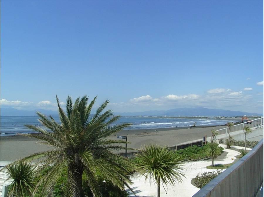 お家から徒歩約10分(750m)の鵠沼海岸公園の風景です。
