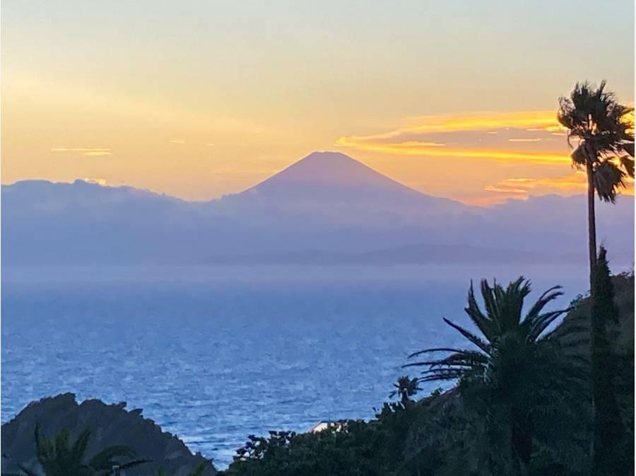 夕焼けに染まる富士山も望みます(天候による)