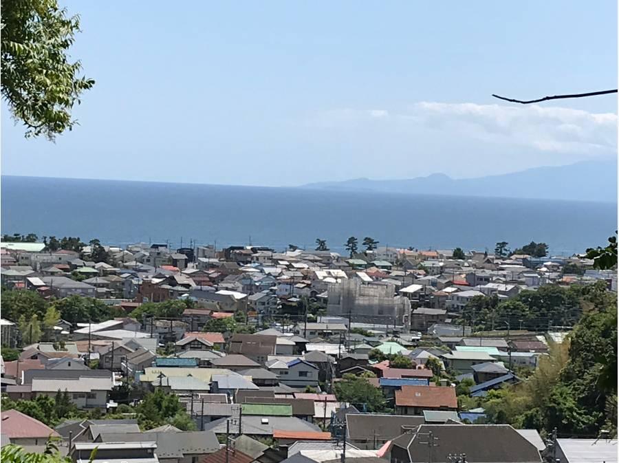 右奥に見えるのが伊豆半島です。
