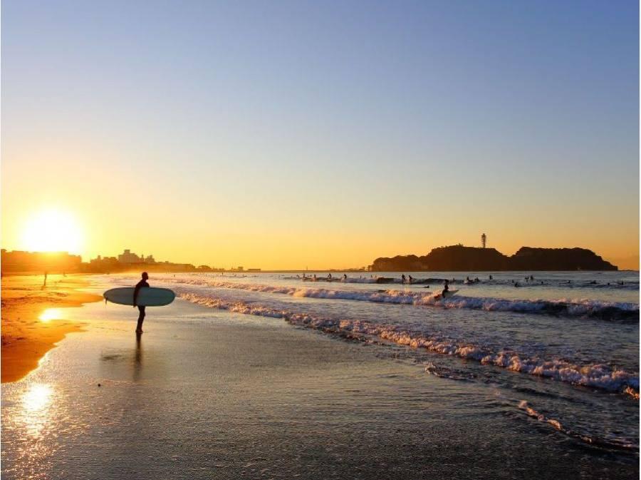 江ノ島を望む朝焼け風景でお散歩を楽しめますね♪