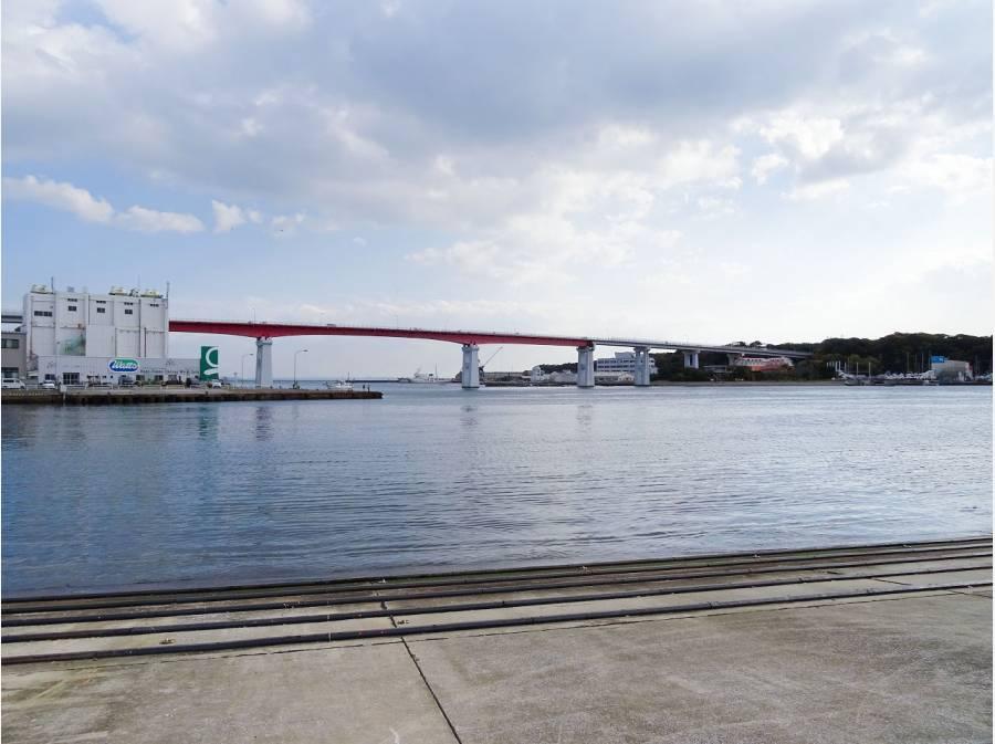 城ヶ島大橋までは約2.1km