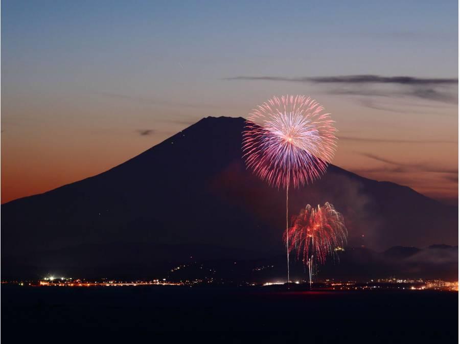 相模川河口で行われる平塚花火大会