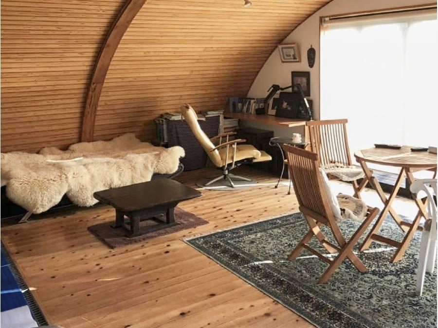 外観とは異なり温かみのある湘南らしいお部屋もございます。