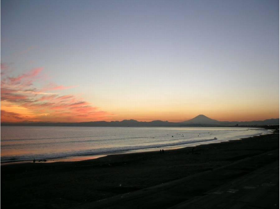 鵠沼海岸から見る夕景は富士山も望め素晴らしいですよ