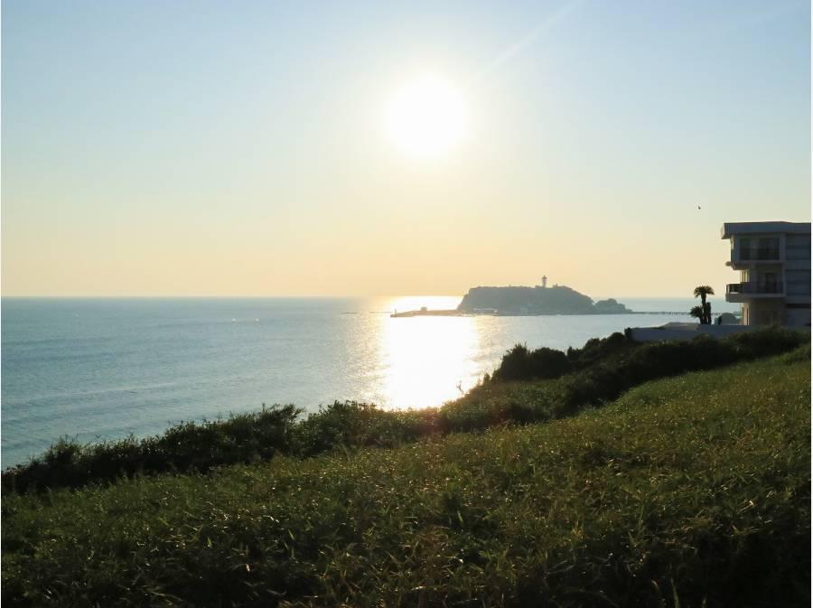 七里ガ浜の海は素敵です(約400m)