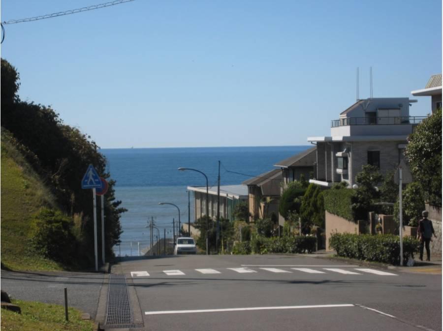 海までは徒歩11分(約900m)この様な景色が楽しめます。