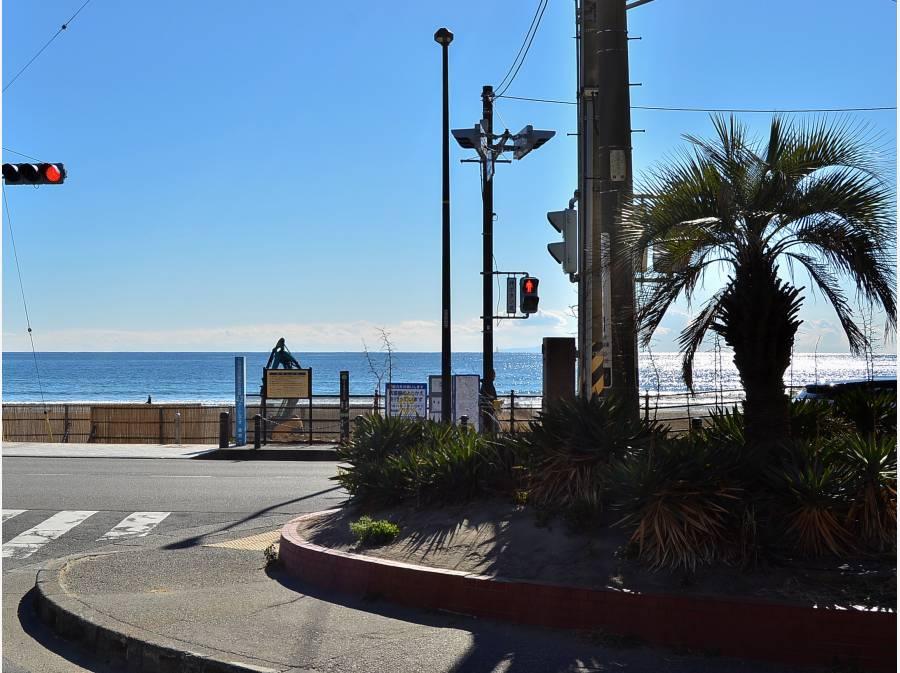 エントランスを出ると由比ガ浜海岸が目の前です