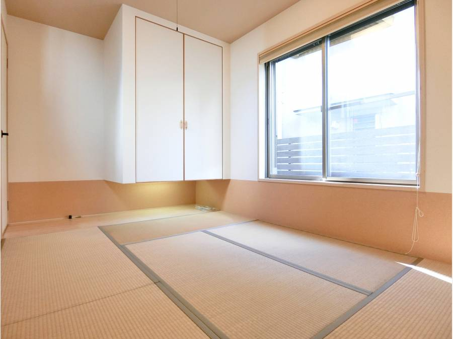 玄関横には客間としてもご利用いただける畳スペースを