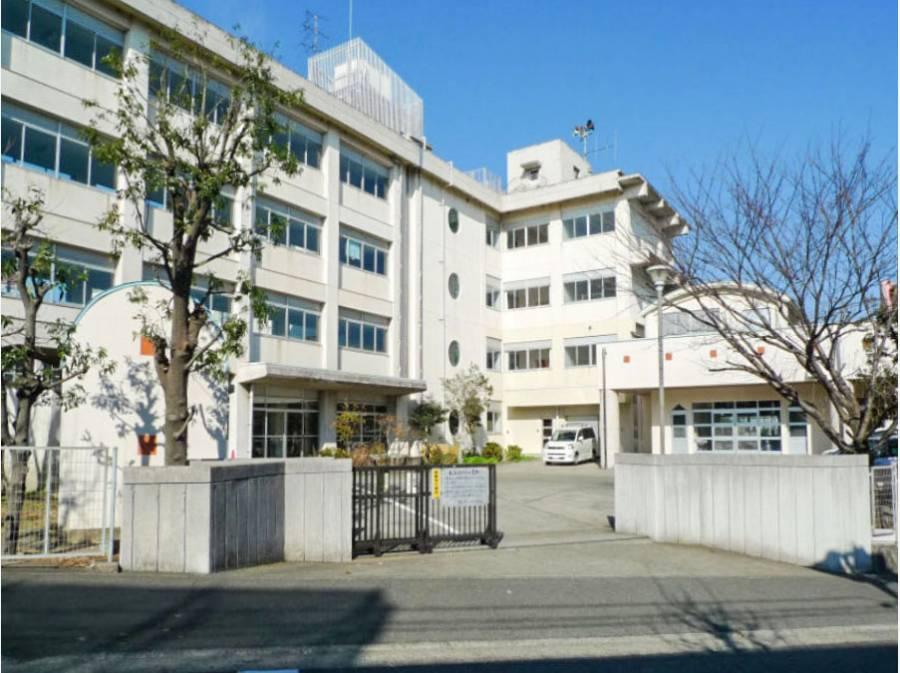 小糸小学校まで徒歩3分(約240m)