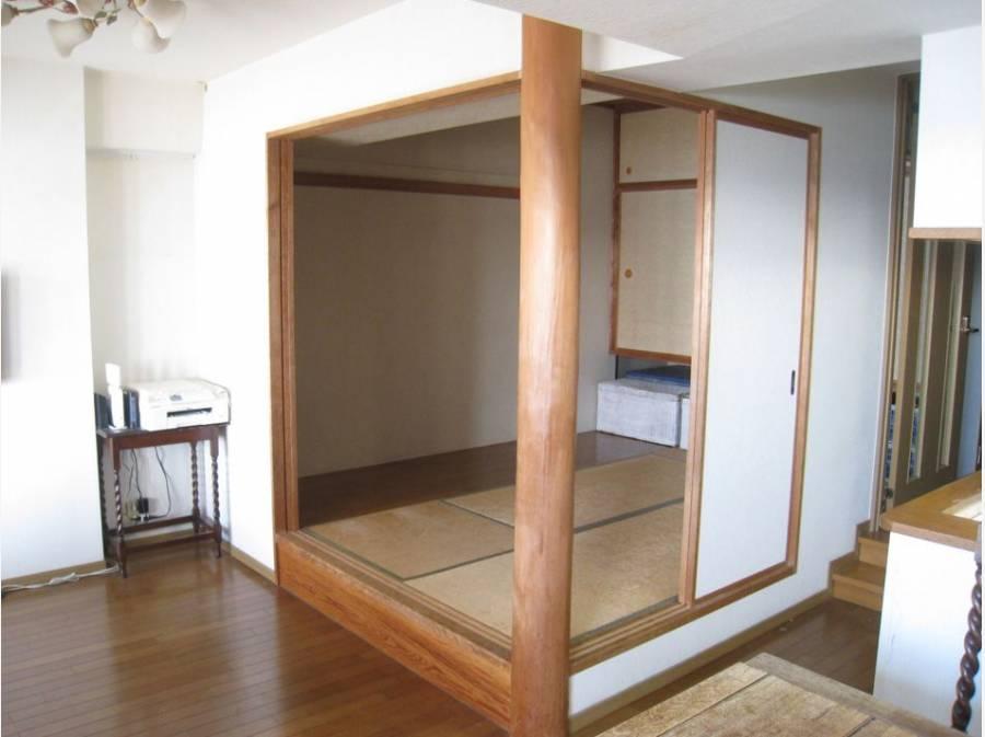 リビング横の5.2帖の和室空間。