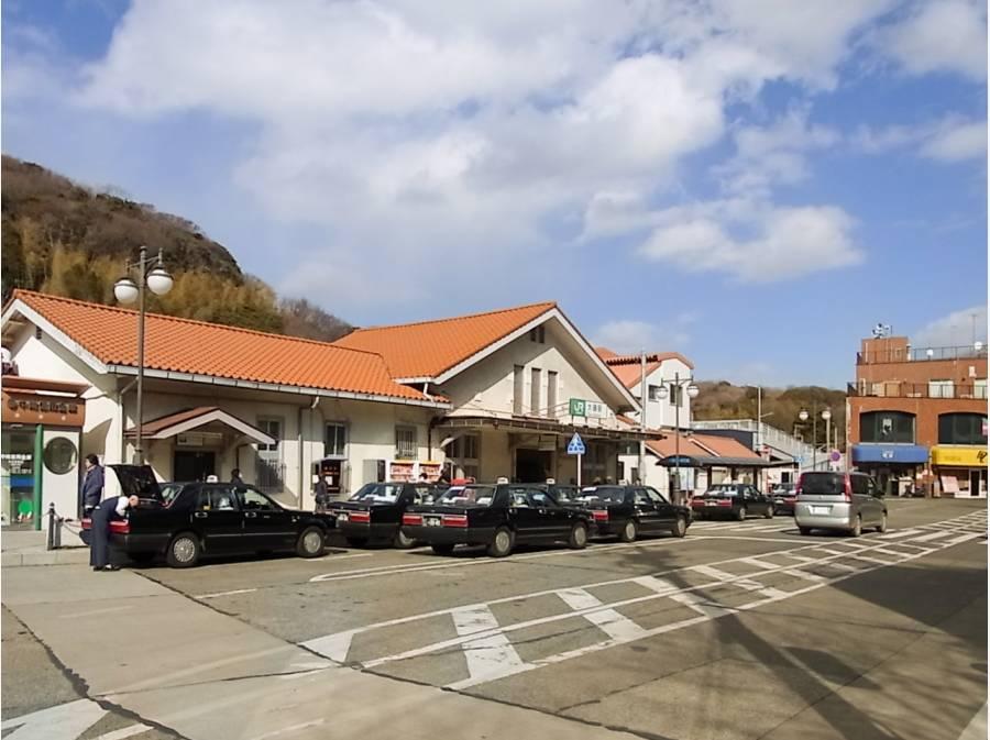 JR東海道線「大磯」駅、徒歩17分。どこか懐かしさを感じる駅舎ですね。