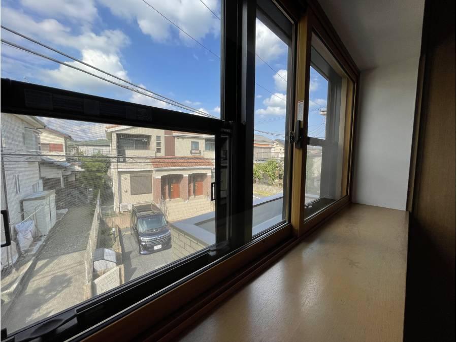 1部屋だけ二重窓により断熱性・防音性・遮音性を高めたお部屋があります。