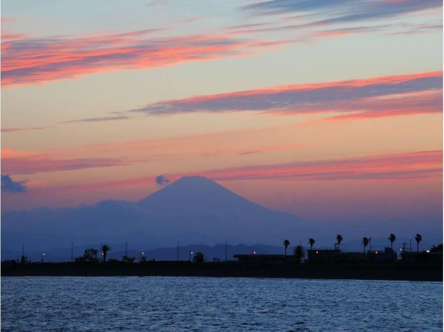 腰越海岸から望む海と富士山。ずーっと見ていられる風景が身近に。