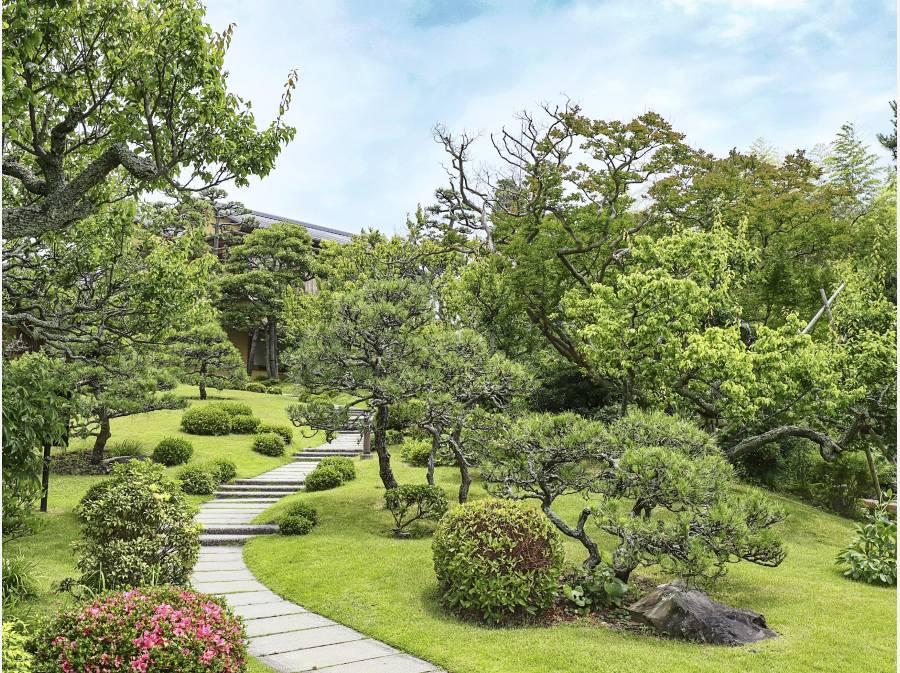 旧吉田茂邸の敷地までは約100m程です