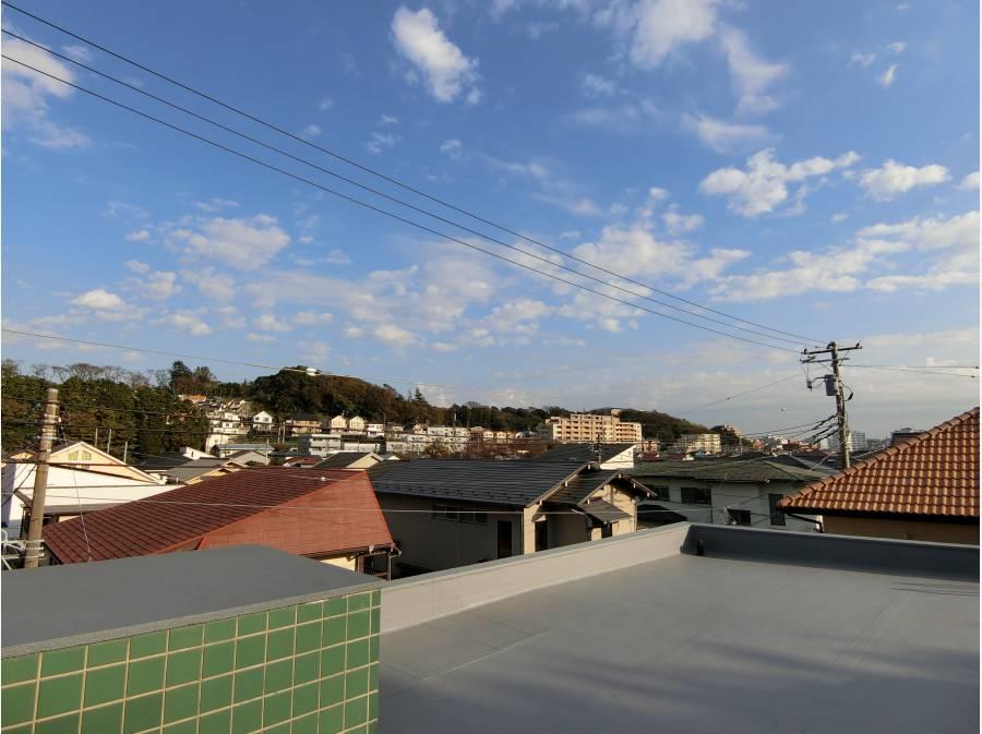 屋上はメンテナンス用ですが360度見渡せる隠れポイント!