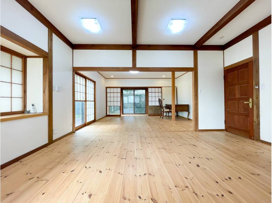2階の洋室2部屋分 奥は昔、茶室として利用されていました。