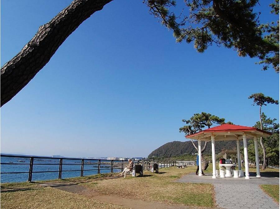 県立葉山公園(海)まで徒歩20分(約1600m)