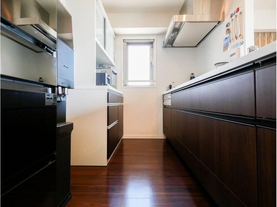 キッチンも広々♪背面からそのまま洗面所に行くことも出来ます