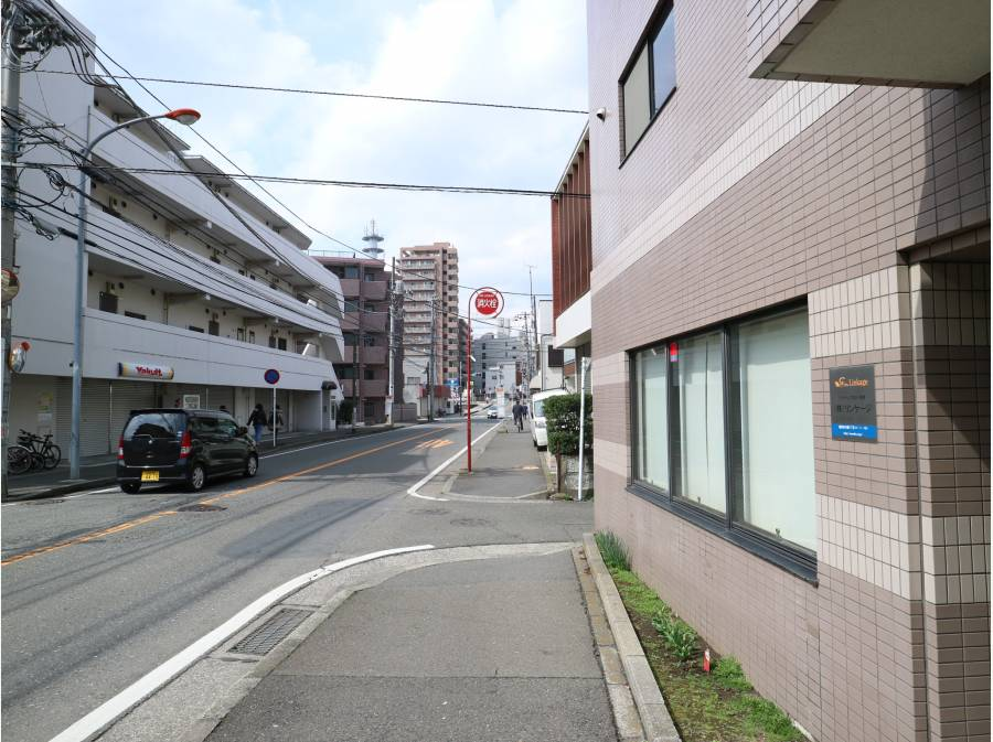 この道を真っ直ぐ歩くと藤沢駅にぶつかります!