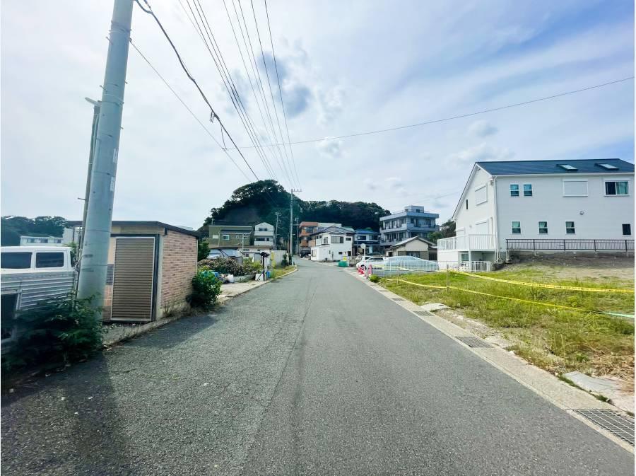 前面道路は約6.3mと広々