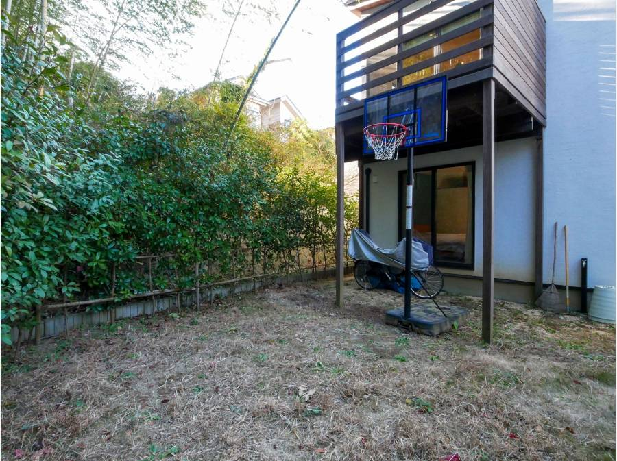 お庭も広くバスケットゴールでリフレッシュ