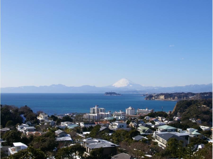 空気の澄んだ日には海に浮かぶ富士山をも望む(イメージ)