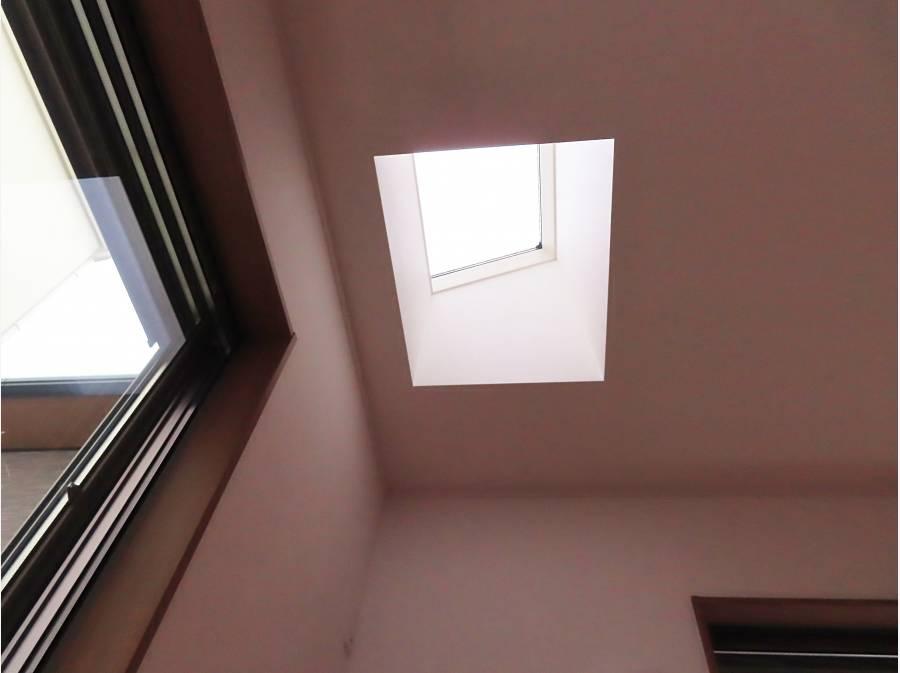 北側1室は採光の為天窓が付いています。