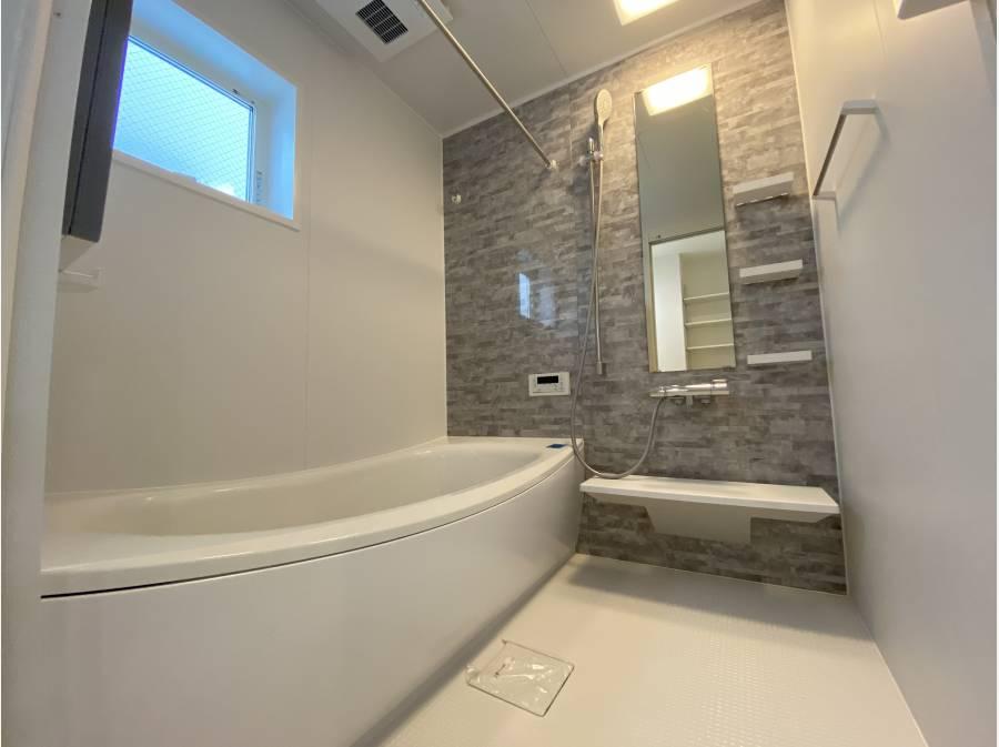 新品のバスルーム