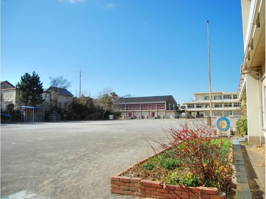 市立第一小学校まで徒歩6分(約450m)