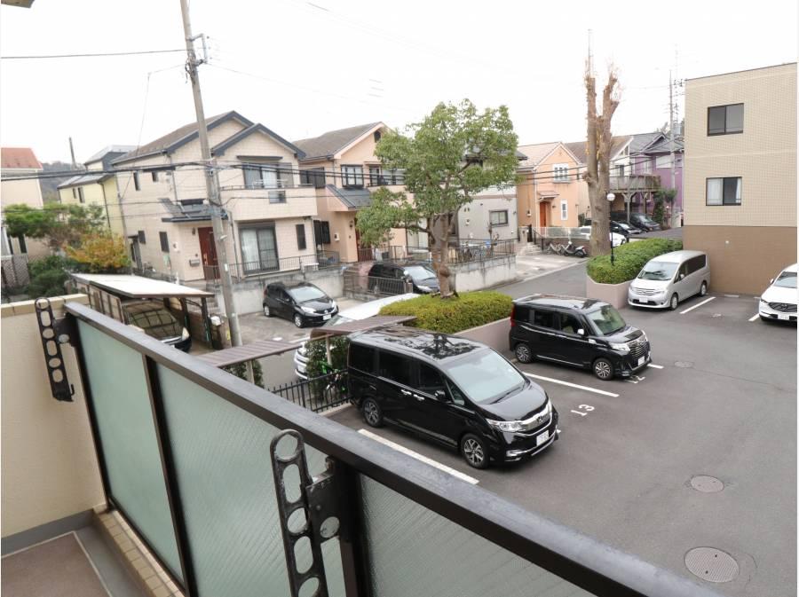 敷地が広く駐車も楽ラクですね